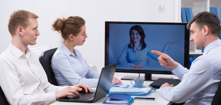 4 Common Mistakes Presenters Make During Large-scale Video Meetings